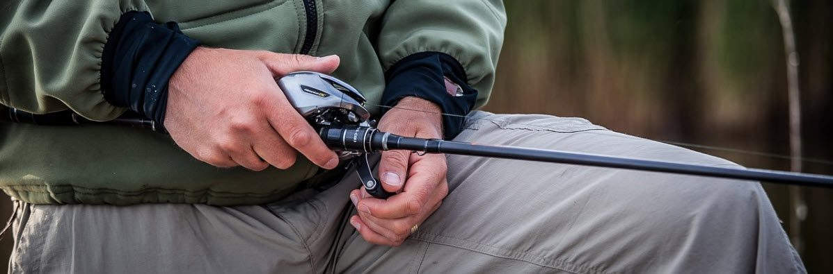best baitcaster for kayak - man using baitcaster