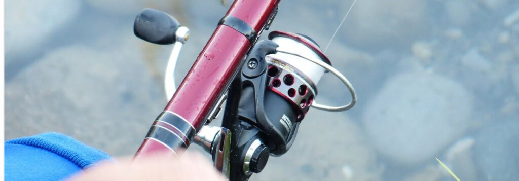 telescopic-kayak-rod-and-and-reel-combos-reel-in-use