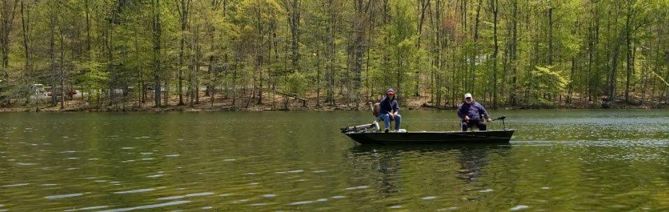 largemouth bass fishing tips - Fishing in boat