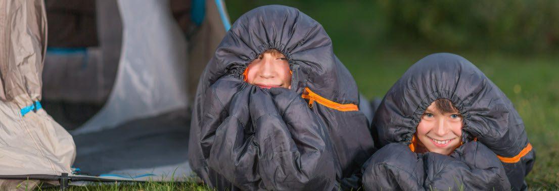 best sleeping bags for winter camping - kids in sleeping bags