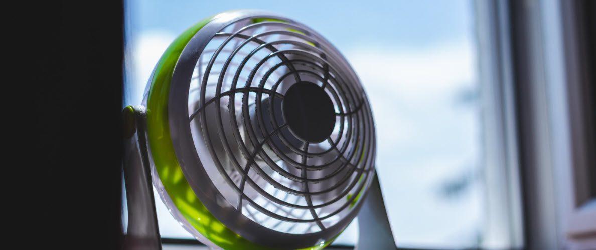 best portable fans - standing fan